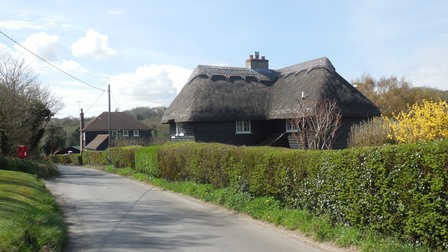 Hartley Kent: Hartley Bottom Road - Goldsmiths Cottage (in foreground) and The Cottage